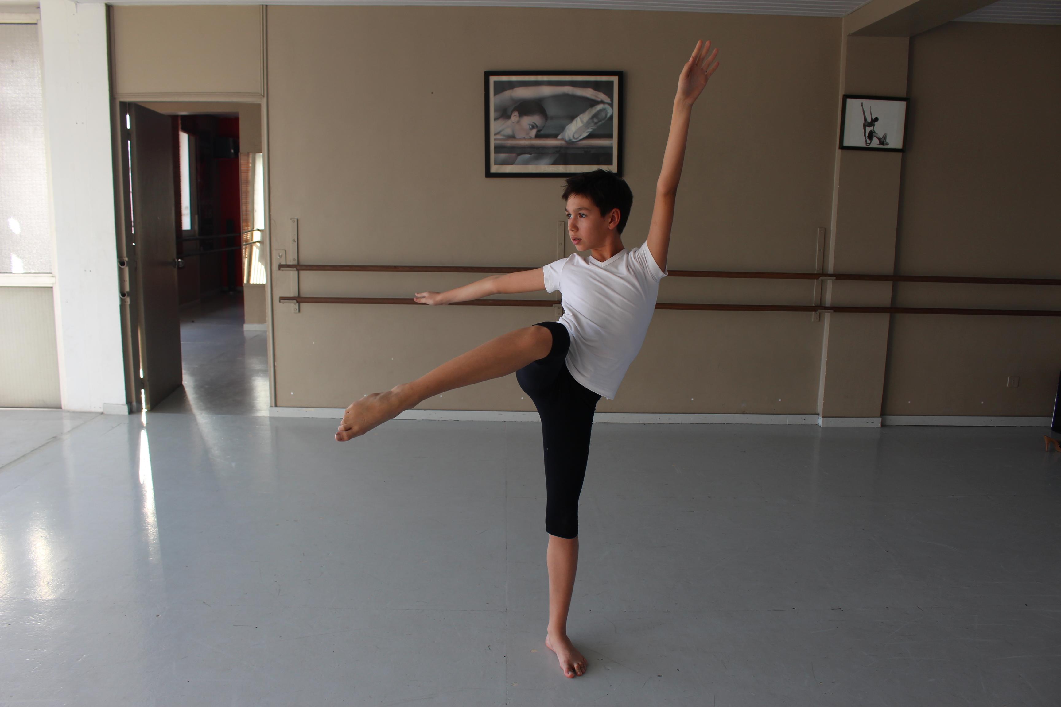 Louis, 11 ans, intègre une école de danse réputée à l'international