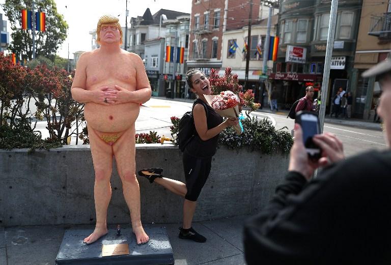 Une statue peu flatteuse de Trump nu fait sensation à New York