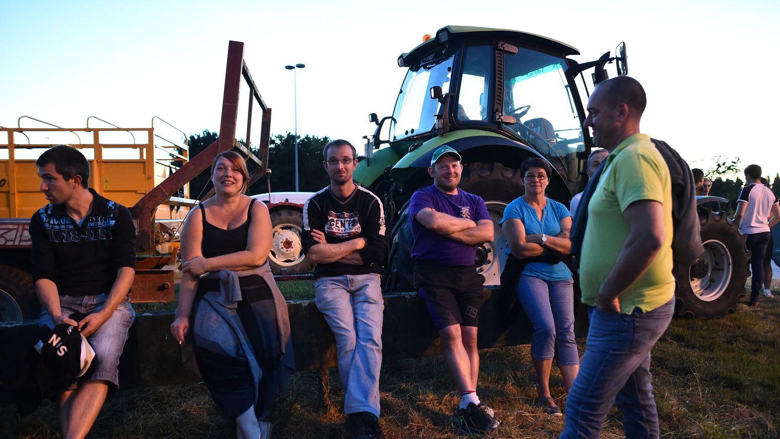 En colère, les producteurs de lait font monter la pression chez Lactalis