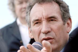 """Primaire de droite: en cas de victoire de Sarkozy, F.Bayrou prendra ses responsabilités """"à l'instant"""""""
