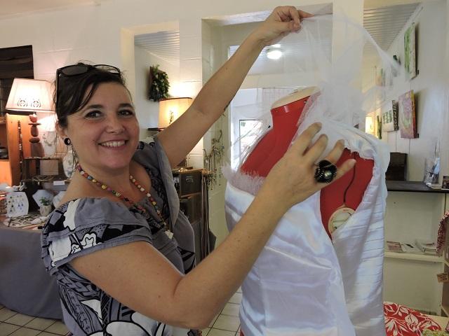 De la recherche des tissus à la confecton de la robe, Frédérique Mouchet a consacré de nombreuses heures pour réaliser cette robe.