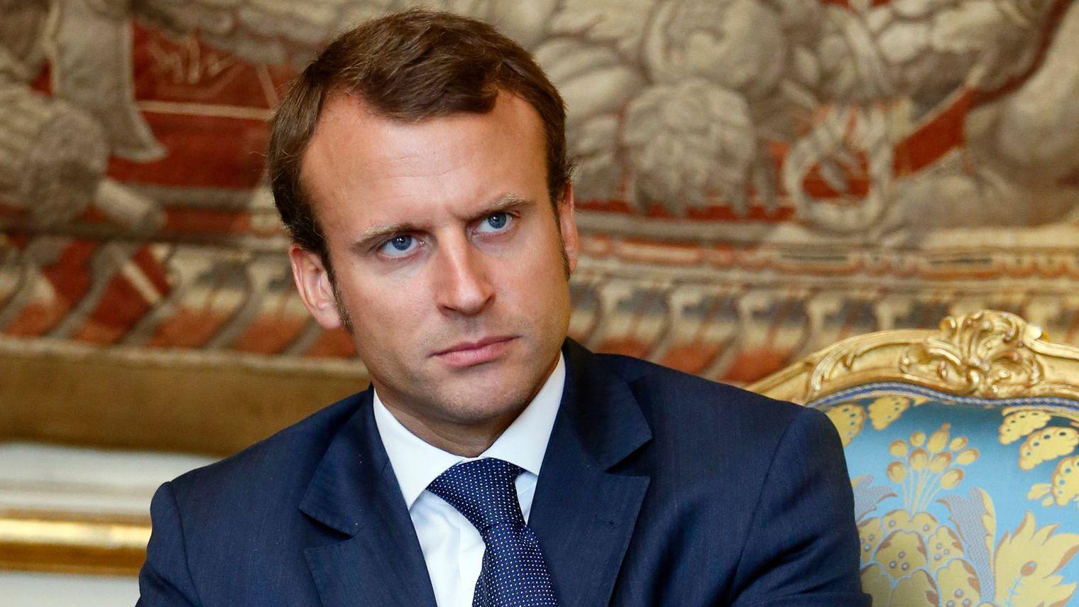 Emmanuel Macron a démissionné, Michel Sapin lui succède