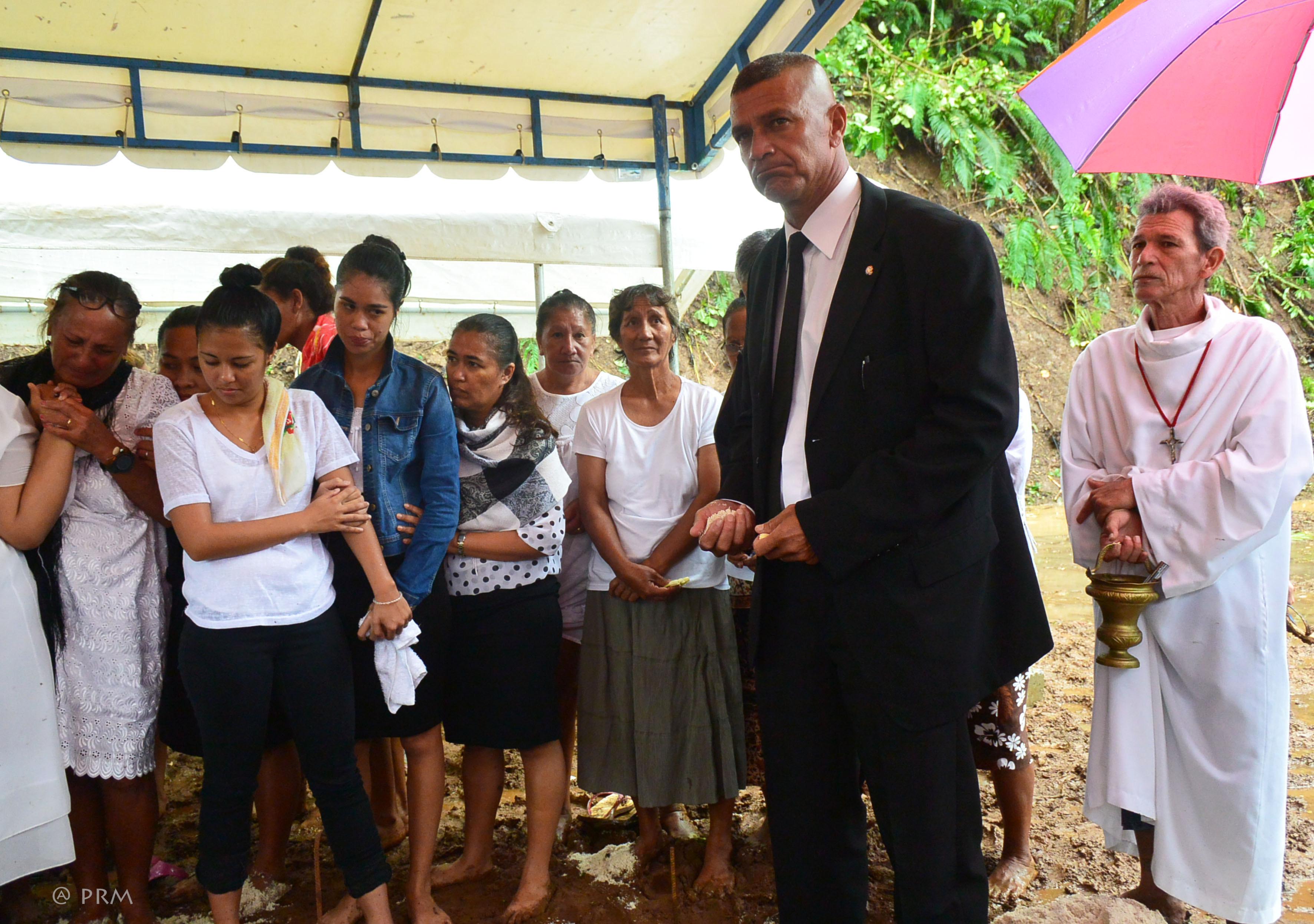 Woullingson Raufauore, le maire de Maupiti, présent lors des obsèques à Raiatea, mardi.