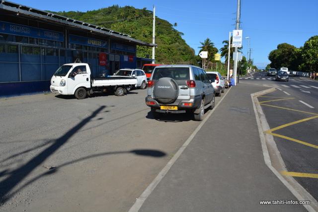 Pour l'élargissement de la route de ceinture, il a fallu réduire le parking du magasin Apahere
