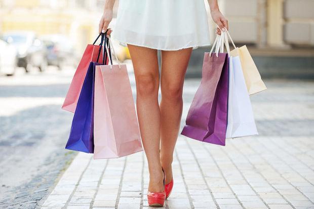 Les pieds endoloris après son shopping, elle appelle les urgences