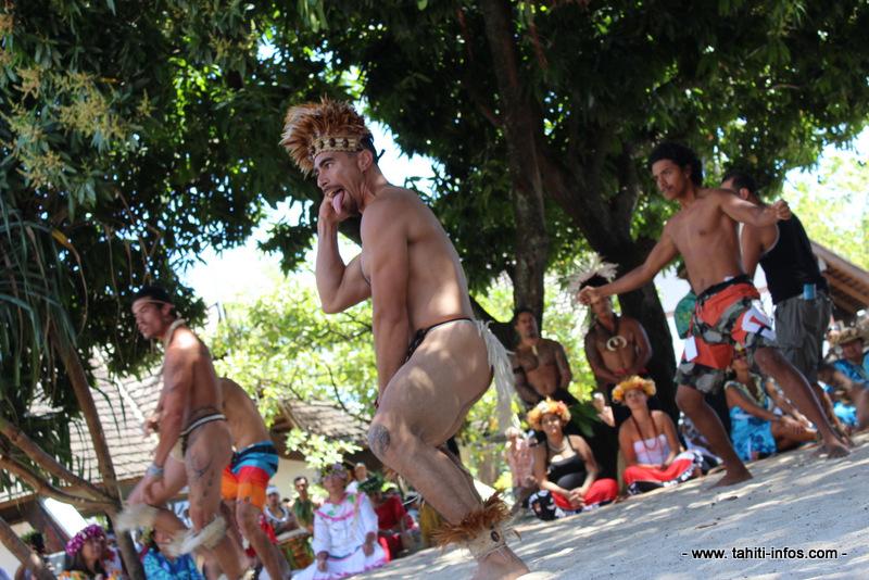 """La délégation de Rapa Nui veut tout faire pour """"que la culture polynésienne ne disparaisse pas"""" [IMAGES ET SON]"""