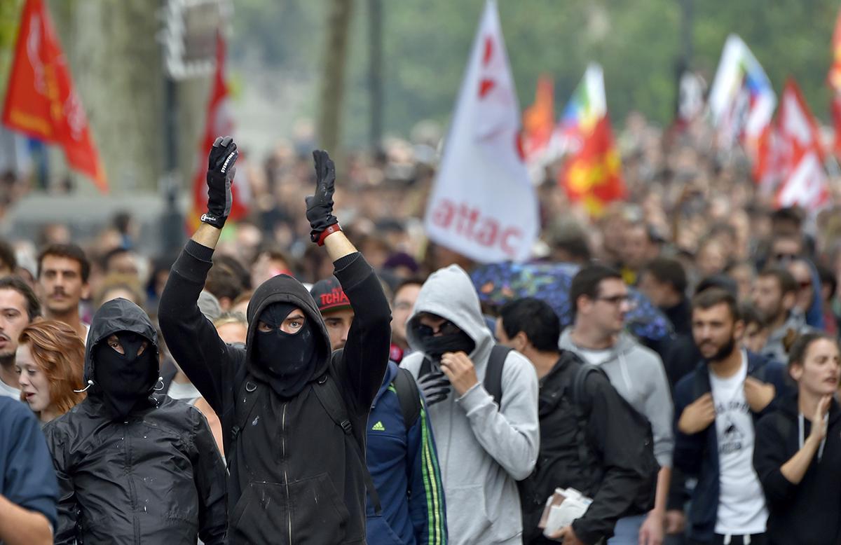 Loi travail: journée de mobilisation aux allures de baroud d'honneur, encore des tensions