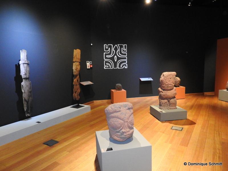 Une centaine d'objets d'art mettent en lumière le tiki comme jamais.