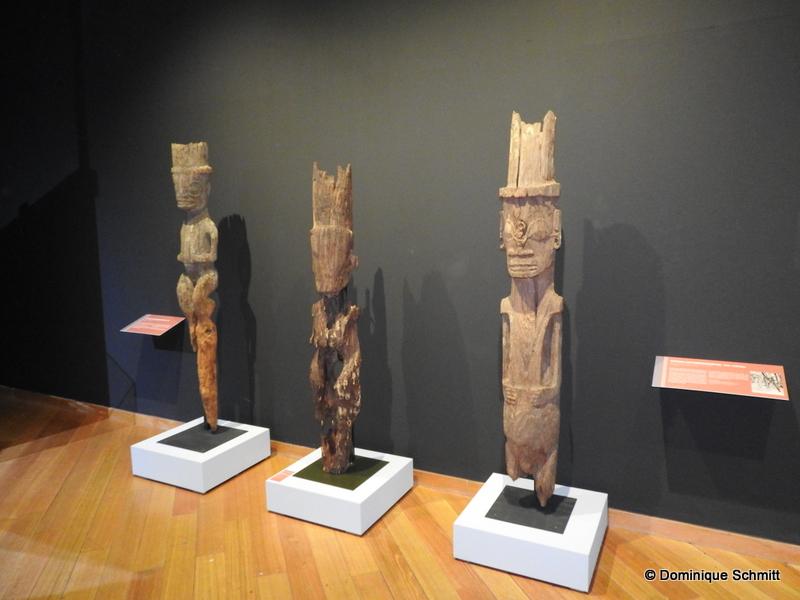 """Le mot """"tiki"""" désigne à la fois la statue anthropomorphe, le motif dérivé généralement de la figure humaine, mais aussi la force procréatrice : Tiki."""