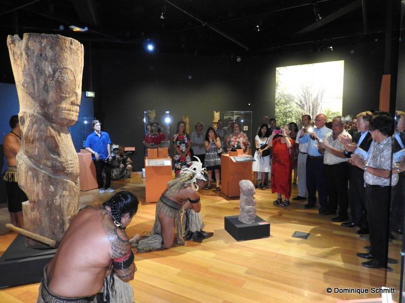 Stéphane Martin, le directeur du Musée du Quai Branly, Heremoana Maamaatuaiahutapu, le ministre de la Culture, et René Bidal, le haut-commissaire, étaient notamment présents au vernissage.