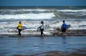 Les surfeuses marocaines se jettent à l'eau