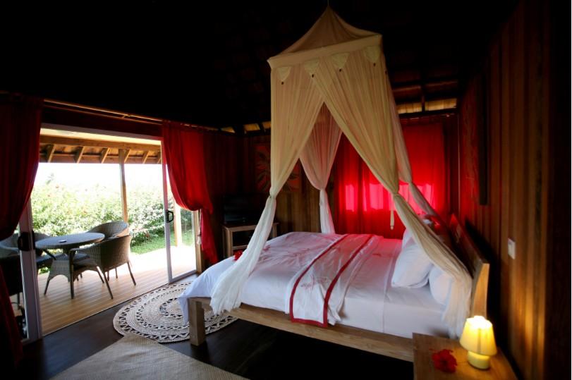"""L'une des chambres très coquettes de la pension """"La perruche rouge"""", implantée au cœur de la petite île de Rimatara."""