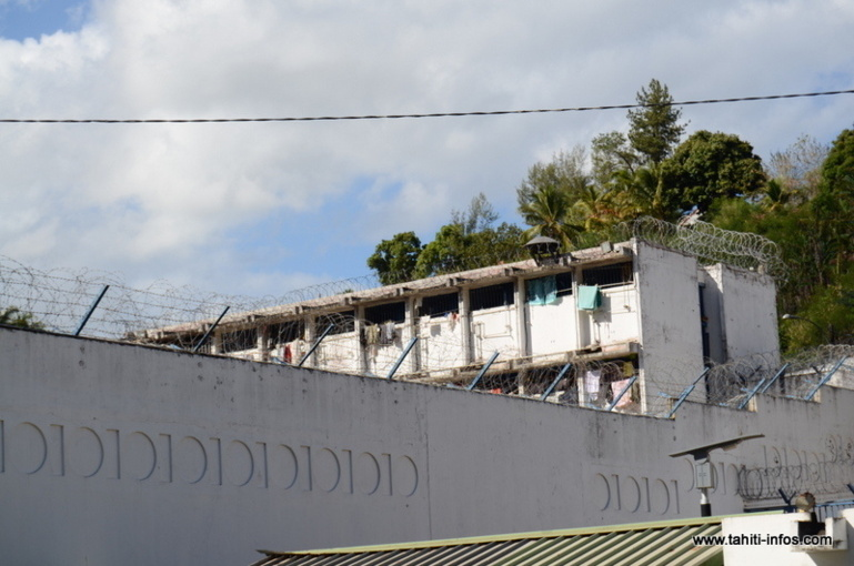 Manifestation lundi midi du personnel pénitentiaire à Nuutania