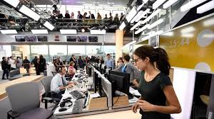 """franceinfo: l'image de la radio """"ternie"""" par celle de la télé, déplorent des journalistes"""