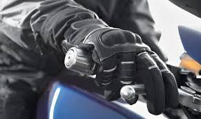 Sécurité routière: port des gants obligatoire pour les motards à partir du 20 novembre
