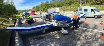 Var : un avion de tourisme en difficulté se pose sur l'autoroute