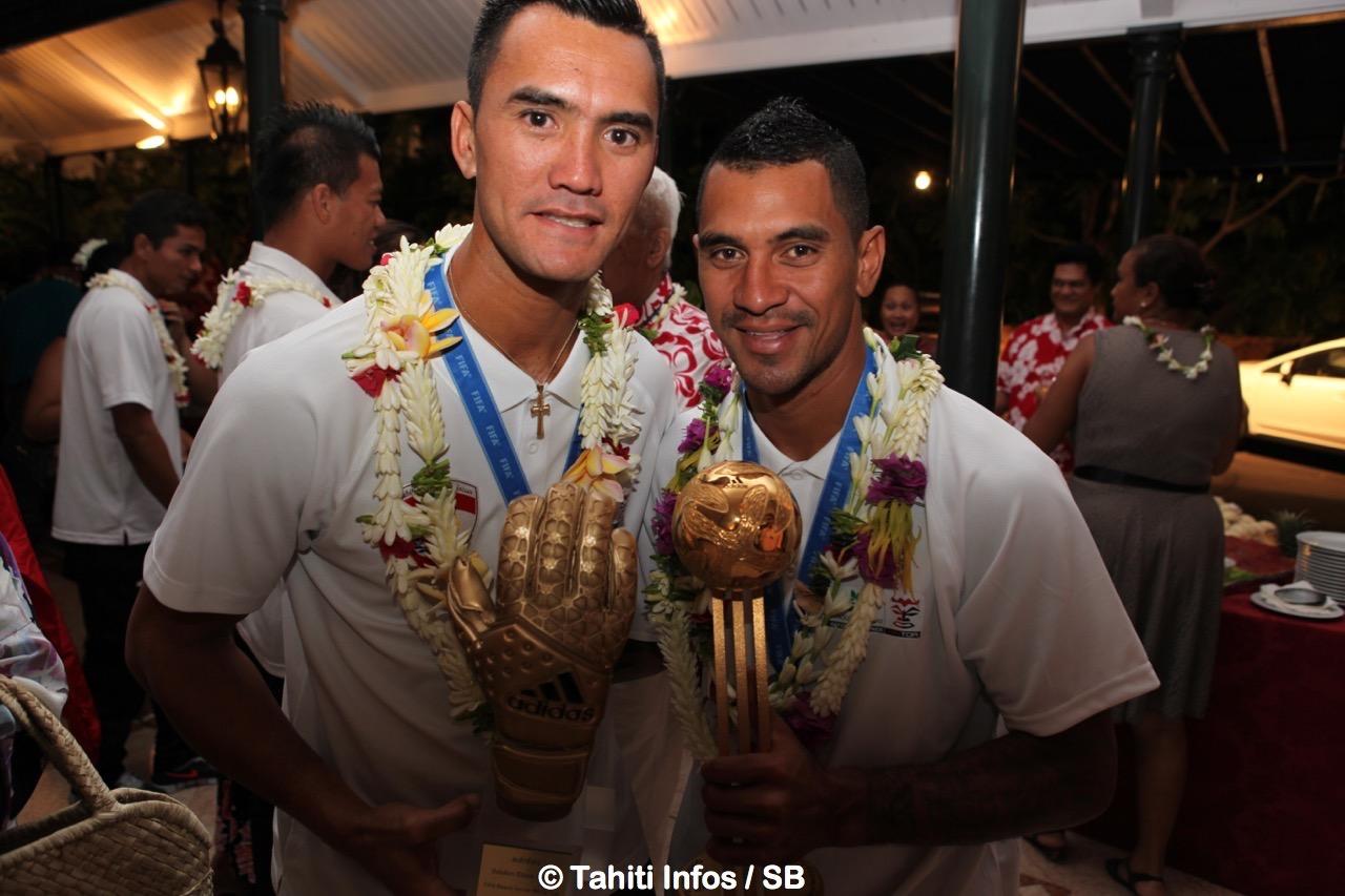 Jonathan Torohia et Heimanu Taiarui, les deux stars tahitennes de la dernière coupe du monde de beachsoccer