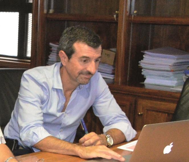 Christophe Bouriat a occupé le poste de directeur du CHPF pendant un an jusqu'en juillet 2015. Il avait été révoqué pour faute, mais l'arrêté de fin de contrat pris par le gouvernement en janvier 2016 pourrait être annulé.
