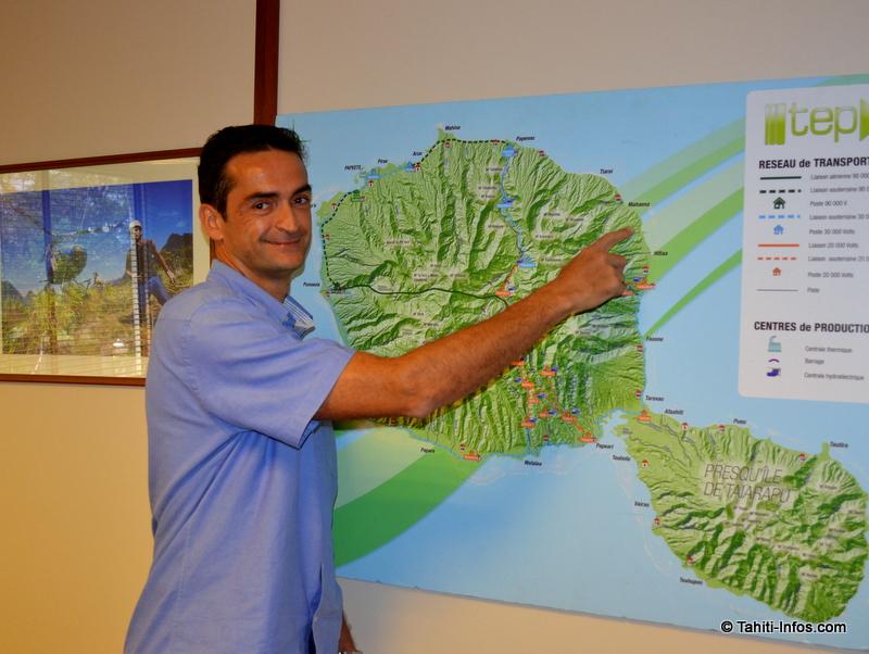 Thierry Trouillet, directeur de la TEP, pointe la zone où seront construites les nouvelles lignes 90 000 volts