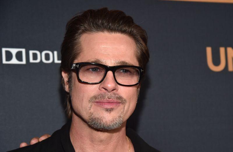 """Brad Pitt absent à une première de film, """"concentré sur sa famille"""""""
