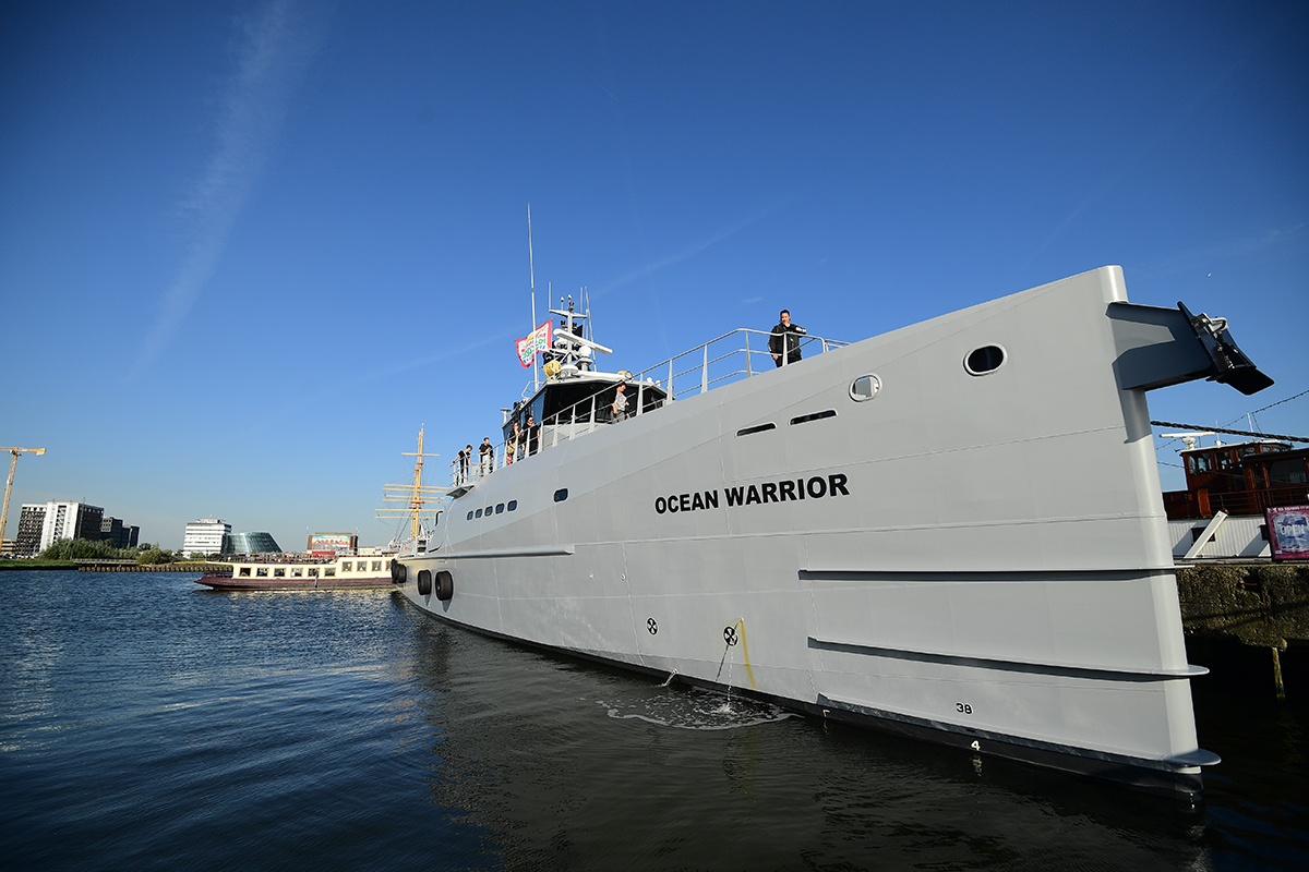 Des activistes à bord d'un nouveau bateau ultra-rapide contre les baleiniers japonais