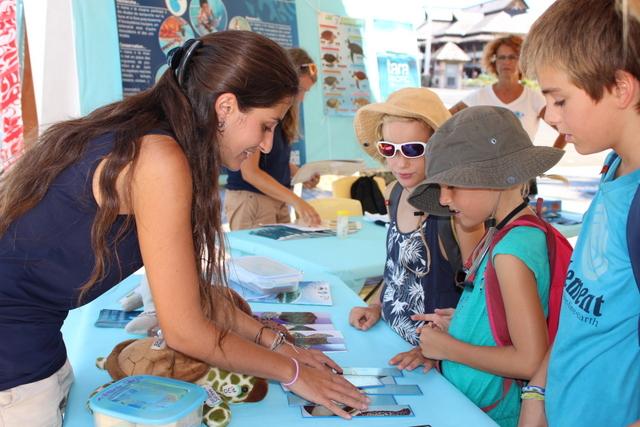 Une exposition est ouverte sur le quai de la place Vaiete. Un espace consacré aux enfants vous attend.