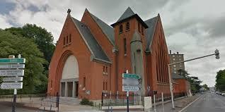 Le curé-judoka maîtrise le cambrioleur, l'église évacuée