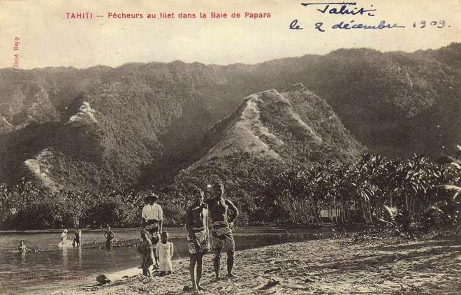 Pêcheurs au filet à Papara en 1908. Photo Bobb.