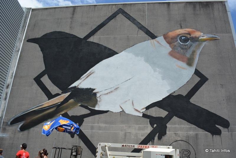 La peinture murale n'était qu'à moitié achevée