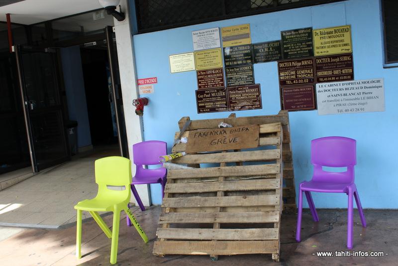 Piquet de grève à la clinique Paofai