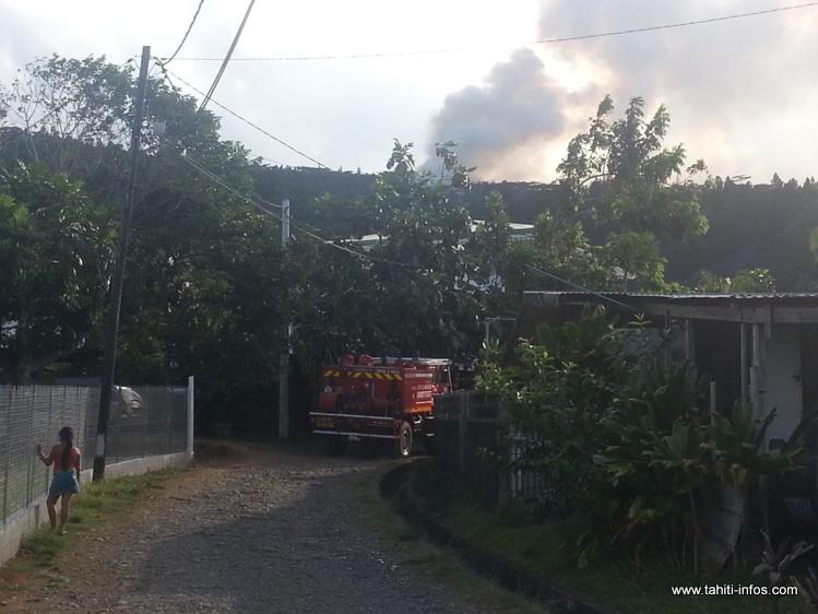 """Un écobuage """"probablement"""" à l'origine de l'incendie qui dure depuis trois jours à Papenoo"""