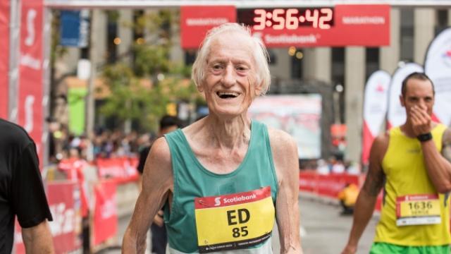 A 85 ans, Ed Whitlock pulvérise le record du monde du marathon