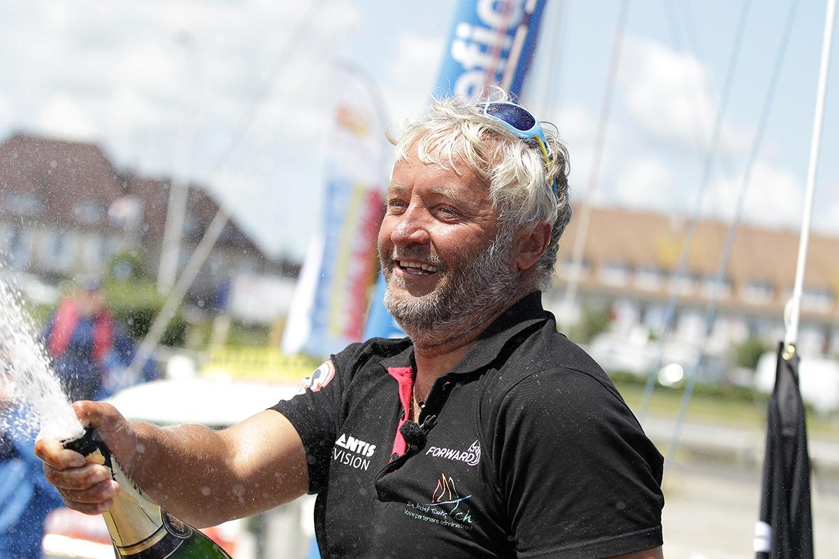 """Yvan Bourgnon: un """"quadramaran"""" pour nettoyer les océans"""