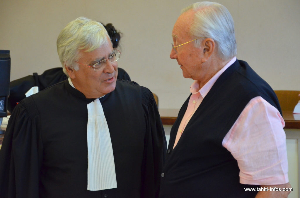 Gaston Flosse et son avocat, François Quinquis, lors du procès en correctionnelle le 4 juin 2014.