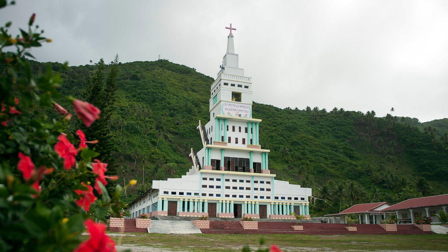 La basilique Saint-Pierre Chanel, sur l'île de Futuna. Un monument esthétiquement discutable, à la gloire du premier martyr catholique de l'Océanie.