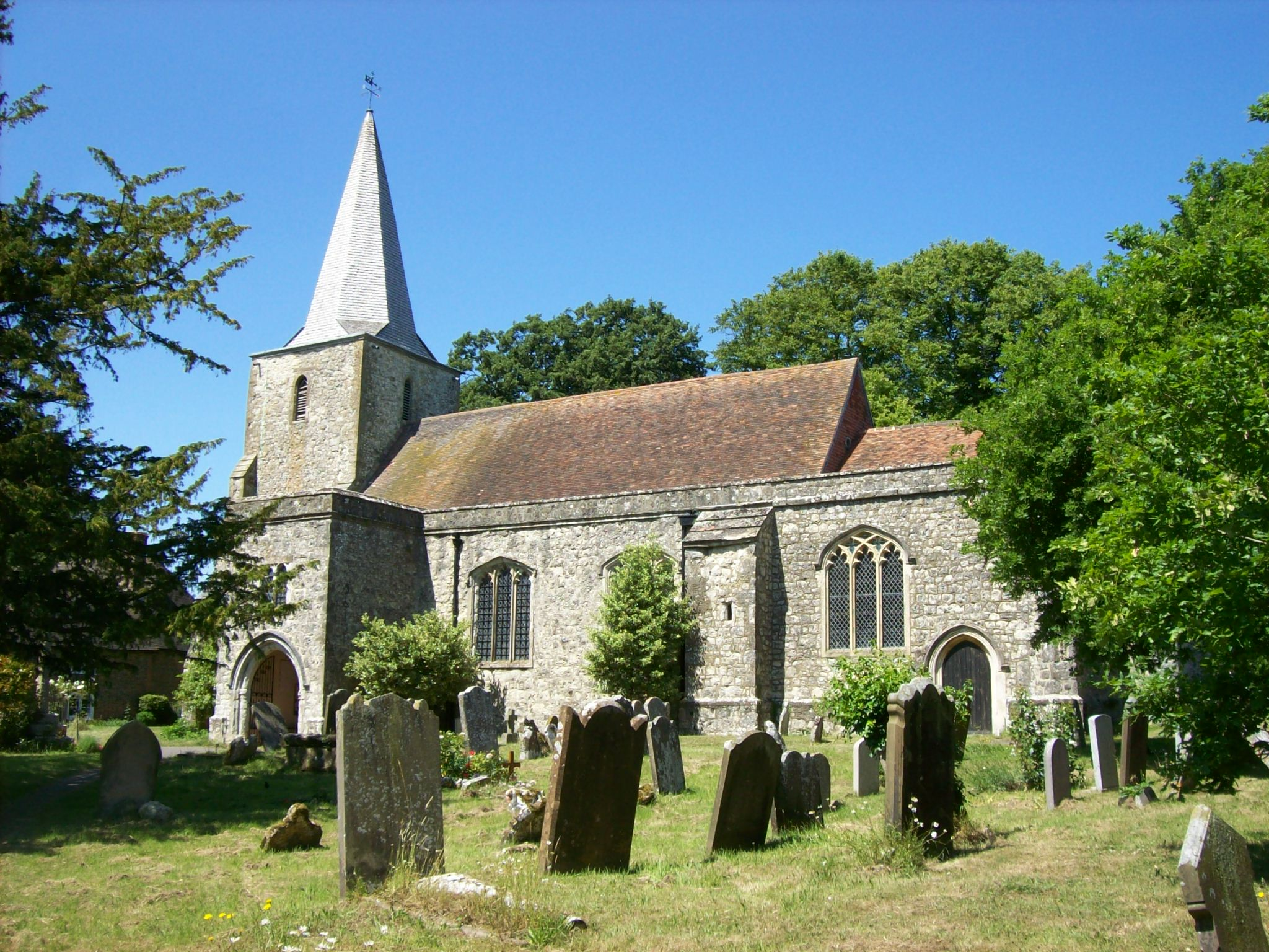 """Pluckley, village """"le plus hanté"""" d'Angleterre, redoute Halloween"""