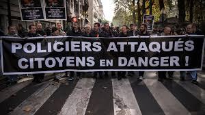 Les policiers toujours dans la rue, les syndicats à l'Elysée