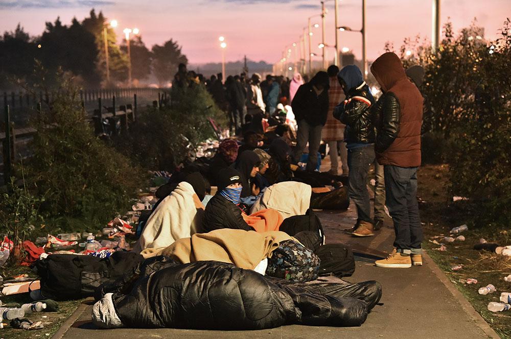 """""""Jungle"""" de Calais: entre """"2.000 et 3.000"""" migrants dispersés entre le Calaisis et Paris"""