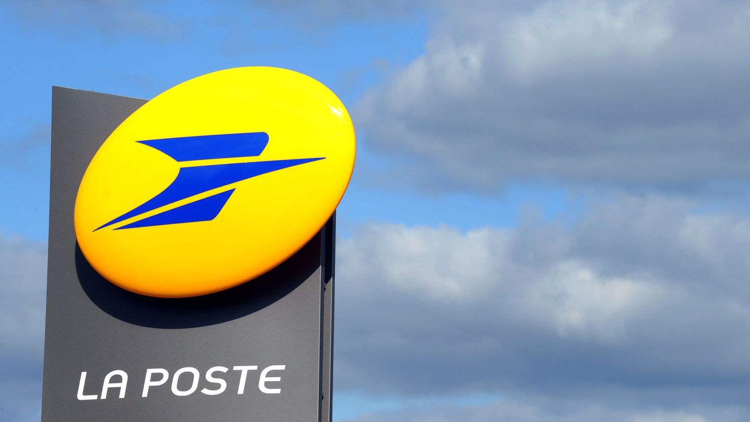"""""""Mal-être"""" des postiers: La Poste accepte de suspendre ses projets de réorganisation du courrier"""
