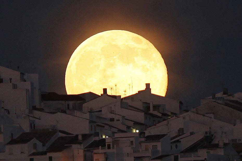 """Lundi, le clair de Lune sera """"super extra"""""""