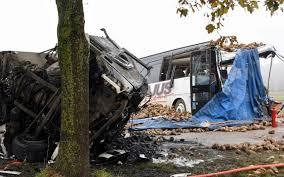 Accident entre un bus scolaire et un poids lourd près d'Arras: un mort, trois blessés dans un état critique