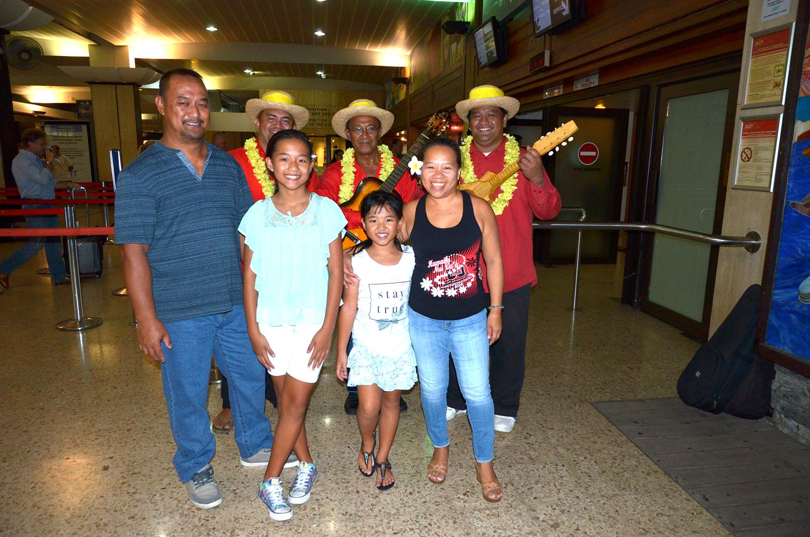 samedi soir, un départ en musique...la petite famille est venue assister à la fête...