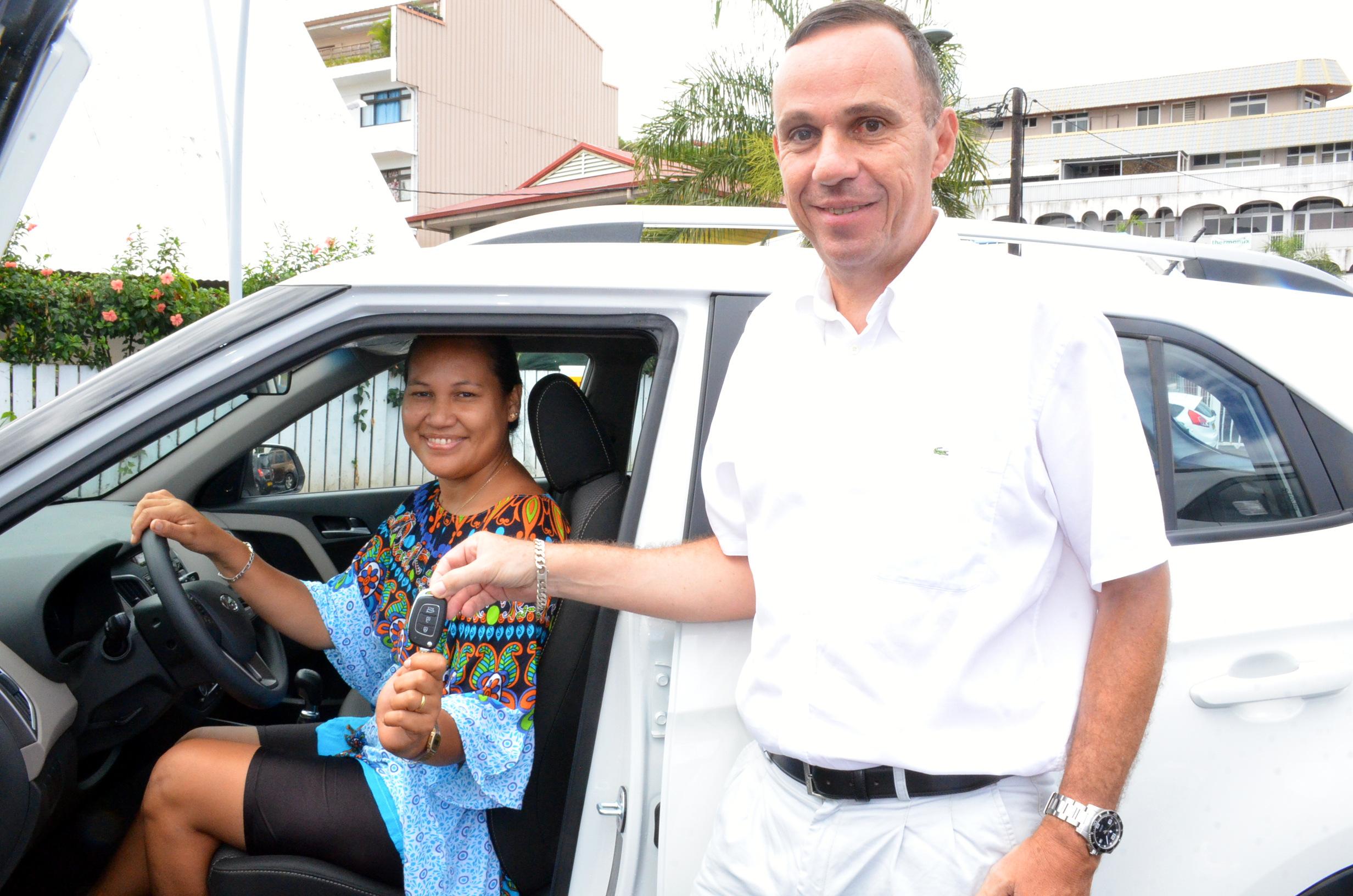 Jeu Pacific-Shell : Rosemay Liao, remporte la cinquième voiture du concours Shell