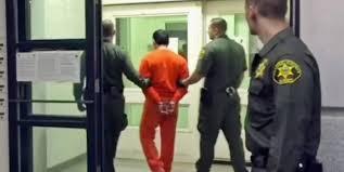 """Dysfonctionnements dans les transferts de détenus, """"le chantier le plus urgent"""" (Urvoas)"""