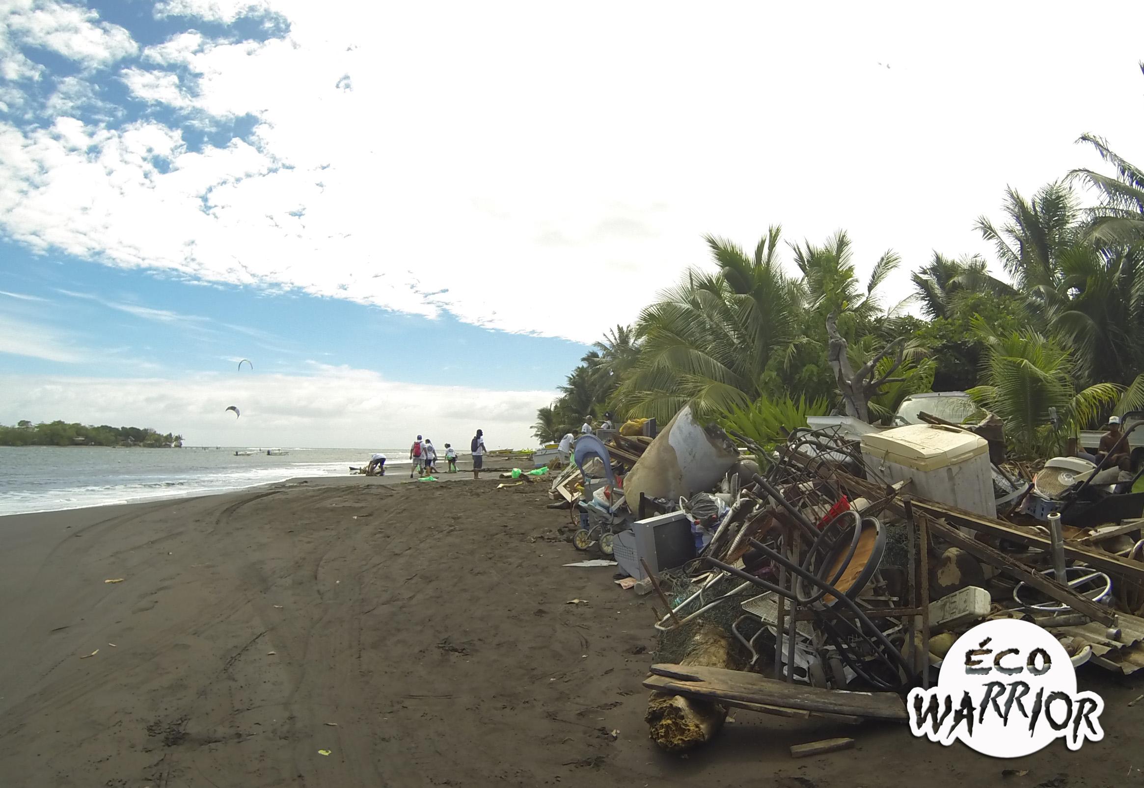 """Opération """"Éco Warrior"""" : la Brigade verte ramasse 2,3 tonnes de déchets à Faa'a"""