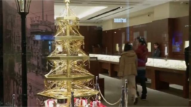 A Tokyo, un arbre de Noël à 1,7 million d'euros