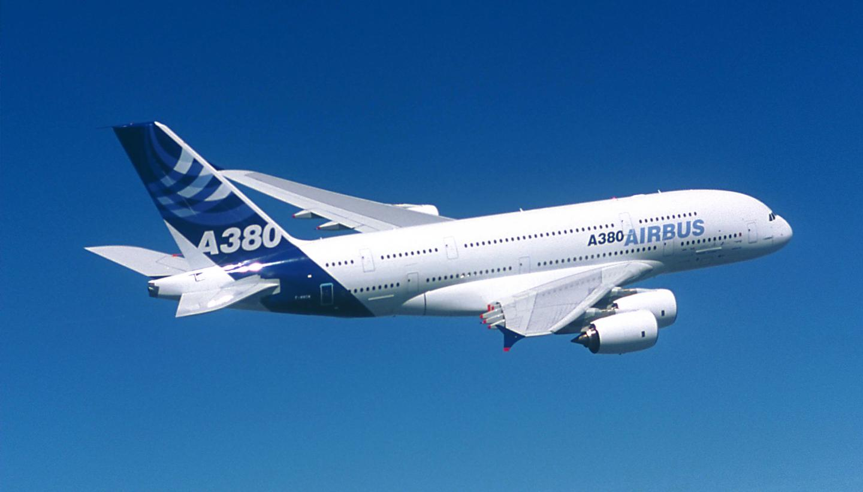 "Airbus supprimera ""plus de 1.000"" postes, selon les syndicats"