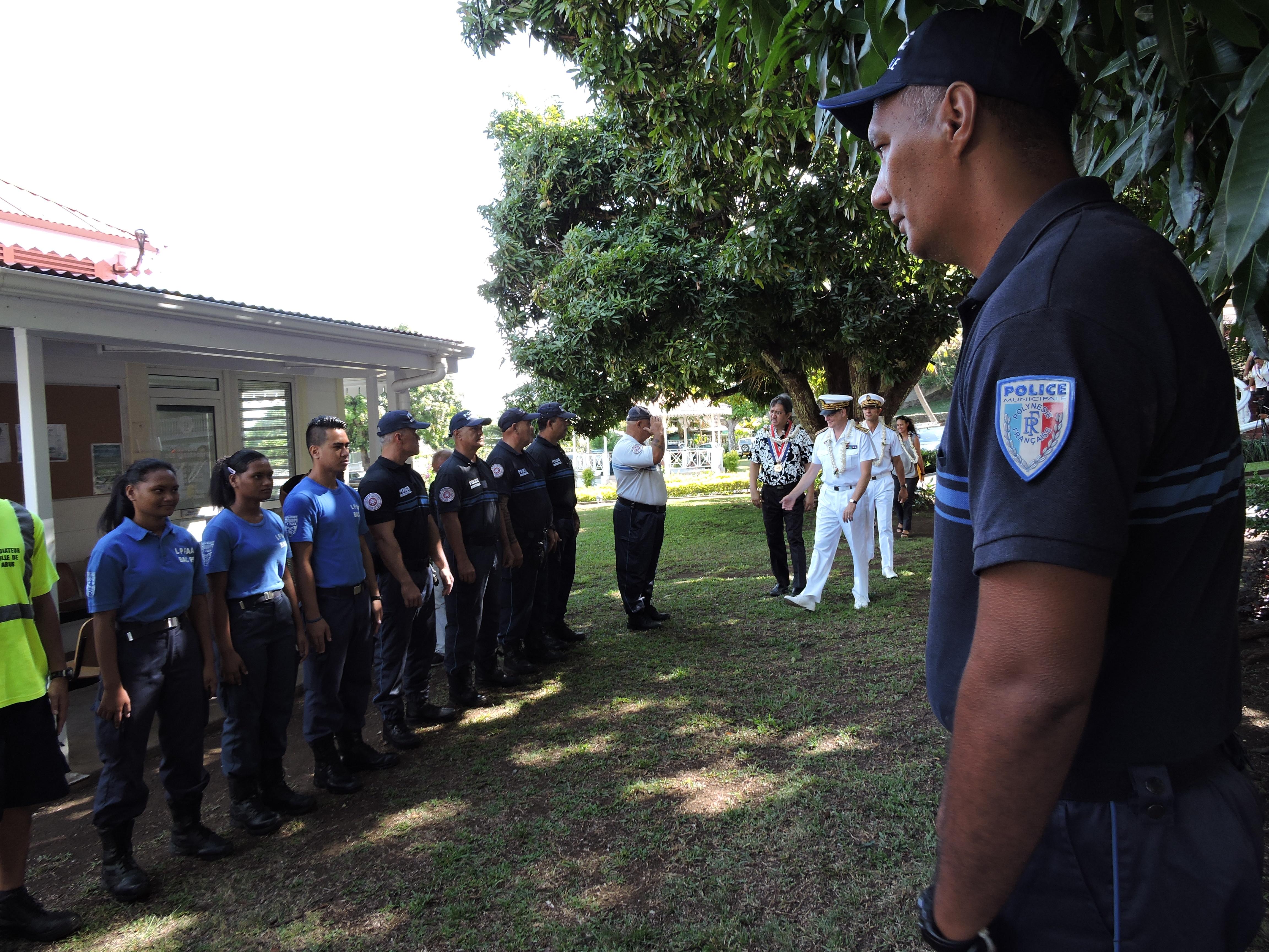 Le haut-commissaire a visité les locaux de la brigade municipale qui viennent d'être refaits.
