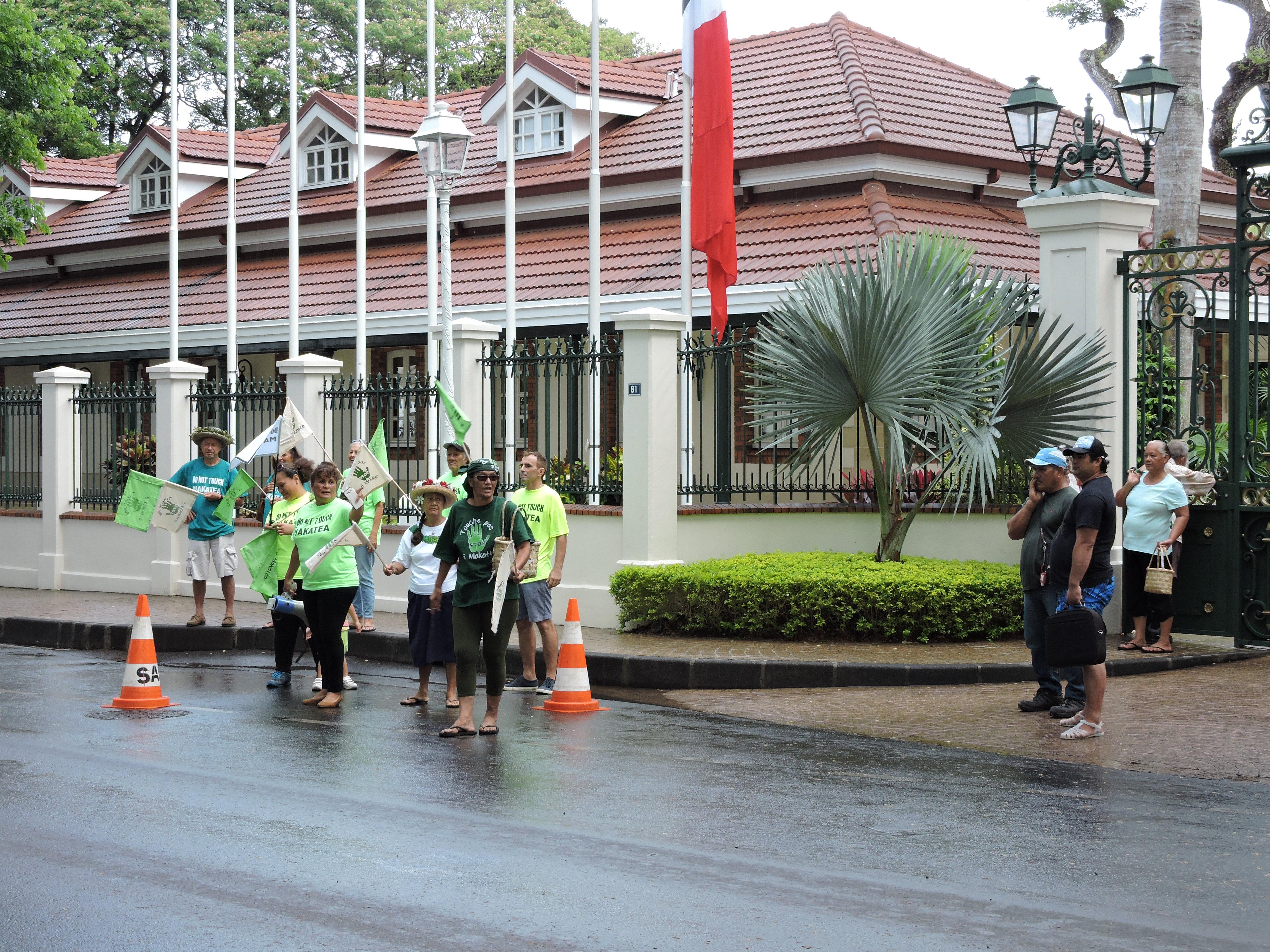 Les associations Te Fatu fenua no Makatea et Te Rupe no Makatea manifesteront jusqu'à samedi devant la présidence.
