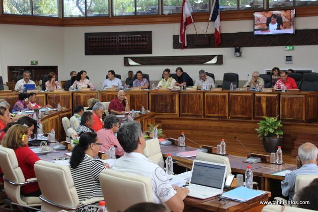 Le budget 2017 de la Polynésie française adopté par 33 voix